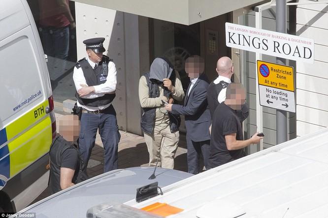 Cảnh sát London bắt một nghi can trong chiến dịch bố ráp sau đợt tấn công khủng bố hôm 4/6
