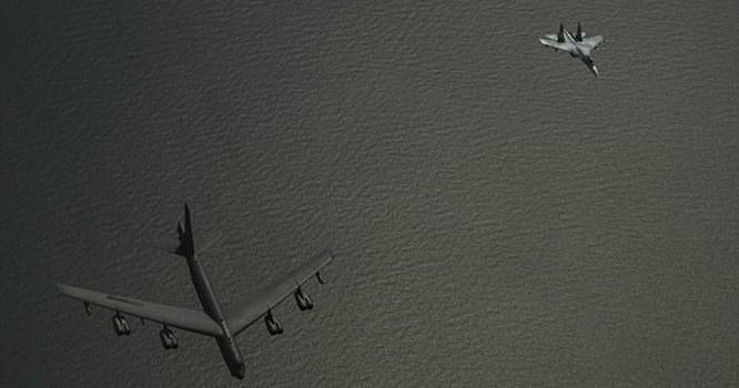 Chiến đấu cơ Su-27 Nga đánh chặn máy bay ném bom chiến lược B-52 Mỹ trên biển Baltic