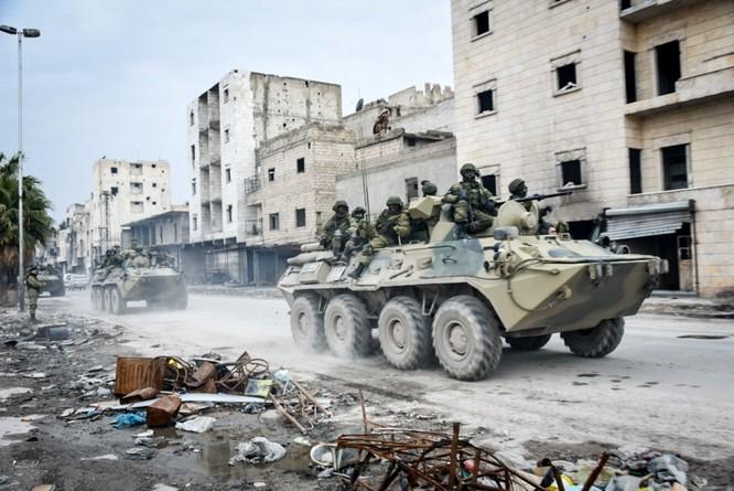 Binh sĩ Nga làm nhiệm vụ tại Aleppo sau khi thành phố hoàn toàn giải phóng