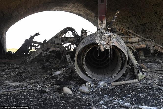 Máy bay không quân Syria bị tên lửa Mỹ phá hủy sau đòn tập kích Tomahawk