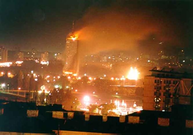 Mỹ dẫn đầu liên quân NATO tấn công thủ đô Nam Tư