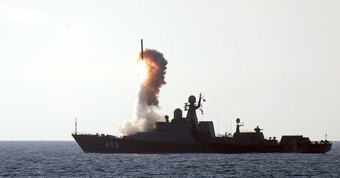 Chiến hạm Nga phóng tên lửa hành trình Kalibr tương tự như Tomahawk của Mỹ tấn công phiến quân Syria