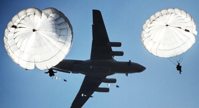 Lực lượng dù của Nga tập trận đổ bộ đường không