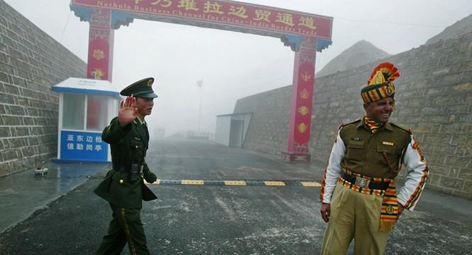 Binh sĩ Trung Quốc và Ấn Độ ở khu vực biên giới