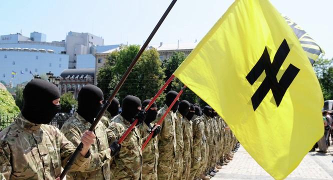 Nhiều phong trào cực hữu mọc lên và tham gia vào đời sống chính trị Ukraine