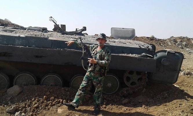 Xe bọc thép phiến quân bị phá hủy trong trận chiến bao vây 29 quân cảnh Nga
