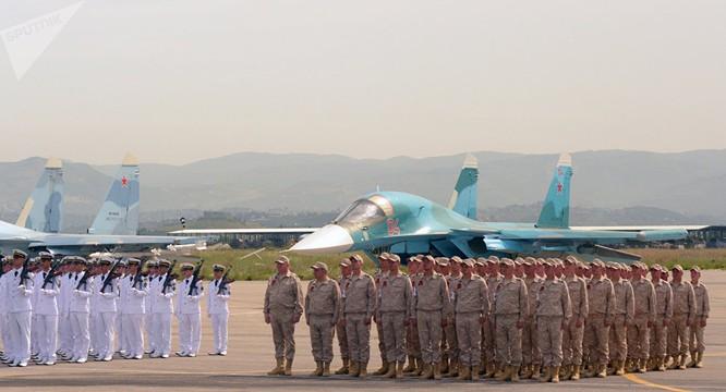 Lực lượng viễn chinh Nga tại sân bay quân sự ở Syria