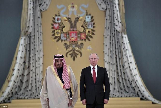 Sự kiện quốc vương Saudi Arabia tới thăm Nga khiến Mỹ hoảng hốt, vội vàng thông qua quyết định bán hệ thống phòng thủ tên lửa tầm cao giai đoạn cuối THAAD cho quốc gia Vùng Vịnh vì lo đồng minh