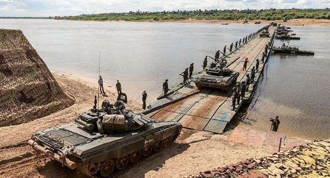 Quân đội Nga bắc cầu dã chiến yểm trợ quân đội Syria vượt sông Euphrates tấn công IS