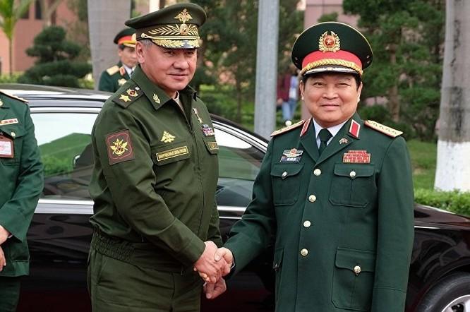 Bộ trưởng Quốc phòng Việt Nam Ngô Xuân Lịch đón tiếp Bộ trưởng Sergei Shoigu tại Hà Nội