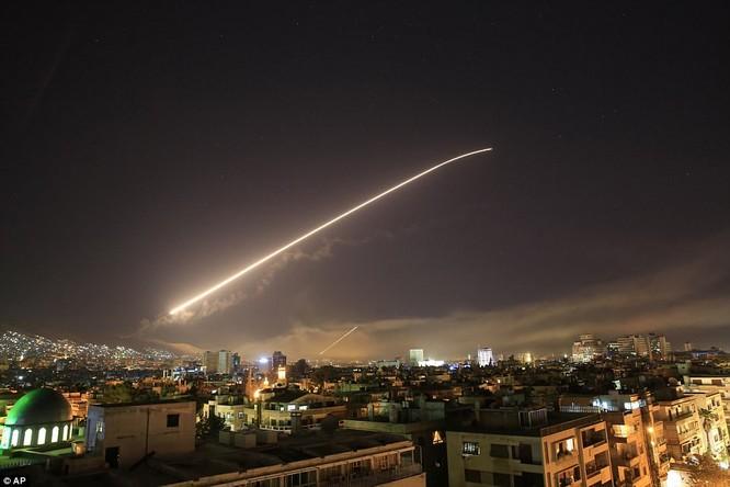 Mỹ-Anh-Pháp nã hơn 100 tên lửa vào các mục tiêu ở Syria ảnh 1