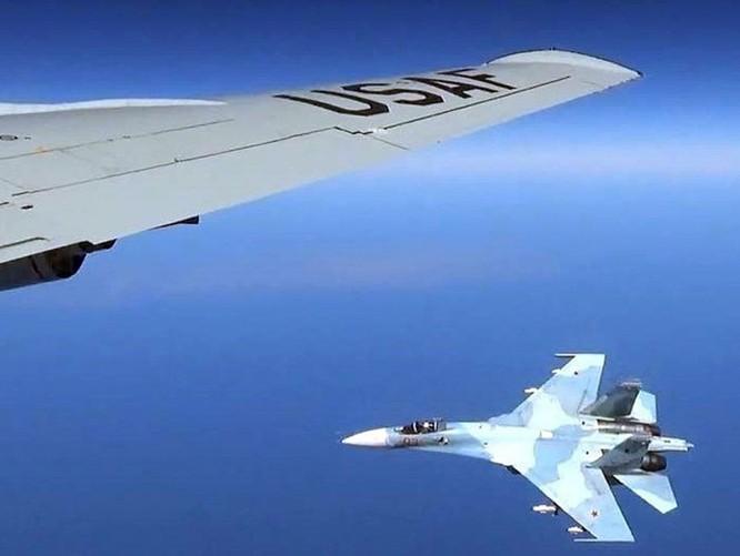 """""""Rắn hổ mang"""" Su-27 Nga khiến Mỹ-NATO thất kinh ảnh 2"""
