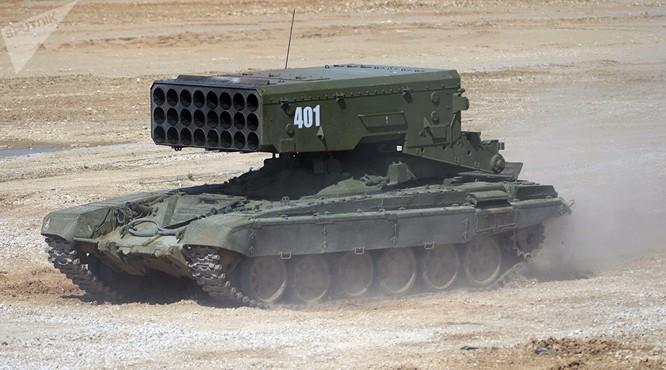 Súng phun lửa hạng nặng TOS-1A Solntsepek tại cuộc trưng bày thiết bị ở ngoại ô Moskva