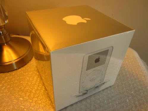 Máy nghe nhạc iPod đời đầu được rao bán 4,5 tỷ đồng ảnh 1