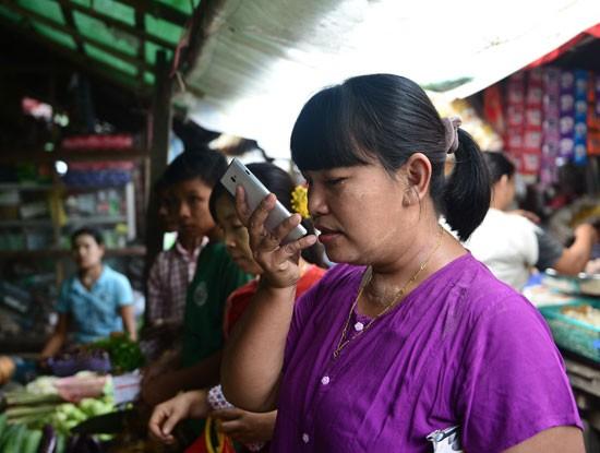 Hàng trăm ngàn bà nội trợ ở Myanmar liên lạc với chồng, con bằng Zalo ảnh 2