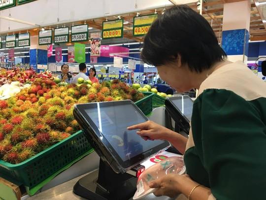 """Người Sài Gòn tận mắt """"soi"""" thịt heo bằng smartphone ảnh 2"""