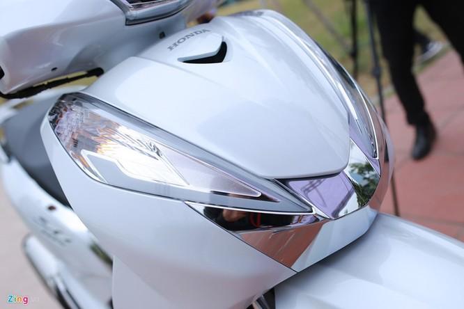 Cận cảnh Honda SH 300i ABS giá 248 triệu vừa ra mắt ở Việt Nam ảnh 3