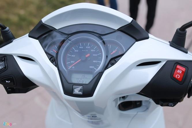 Cận cảnh Honda SH 300i ABS giá 248 triệu vừa ra mắt ở Việt Nam ảnh 4