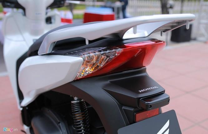 Cận cảnh Honda SH 300i ABS giá 248 triệu vừa ra mắt ở Việt Nam ảnh 9