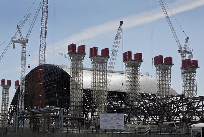 """Bí quyết xây """"lăng mộ"""" cho Nhà máy Chernobyl ảnh 1"""