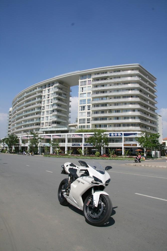 Cảm nhận sportbike huyền thoại Ducati 1198 tại Sài Gòn ảnh 1