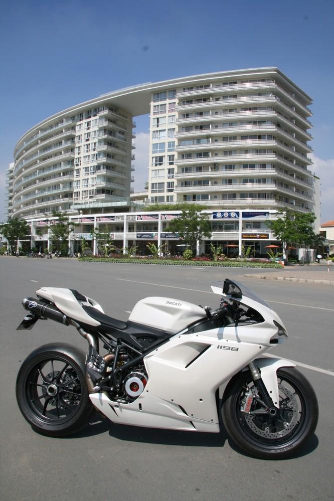 Cảm nhận sportbike huyền thoại Ducati 1198 tại Sài Gòn ảnh 2