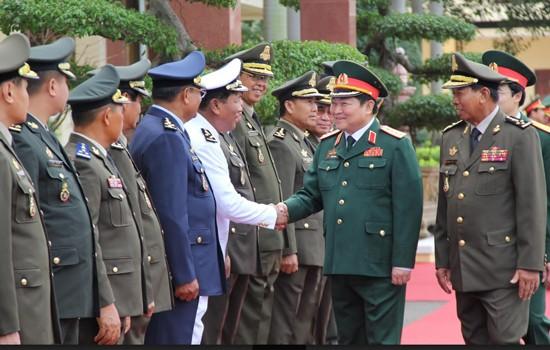 Bộ trưởng Quốc phòng Lào và Campuchia cùng lúc thăm Việt Nam ảnh 1