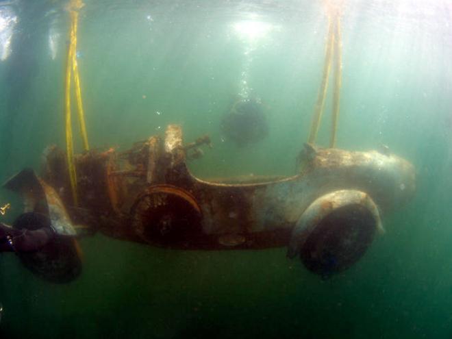 Xe Bugatti hiếm nằm dưới đáy hồ 73 năm ảnh 1
