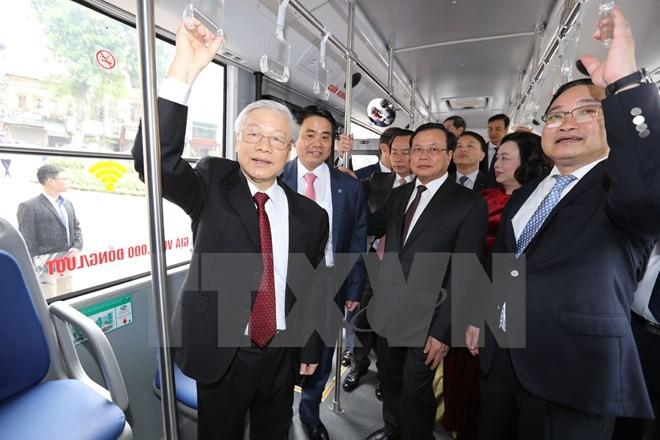 Tổng Bí thư đi xe buýt, bách bộ quanh hồ Gươm sáng mùng Một Tết ảnh 9
