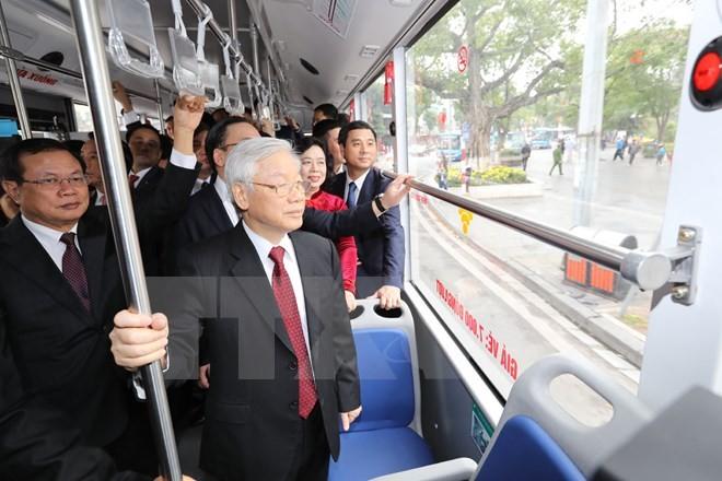 Tổng Bí thư đi xe buýt, bách bộ quanh hồ Gươm sáng mùng Một Tết ảnh 10