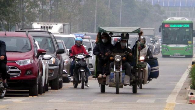 Hà Nội ra quân xử phạt ô tô, xe máy lấn làn buýt nhanh ảnh 5