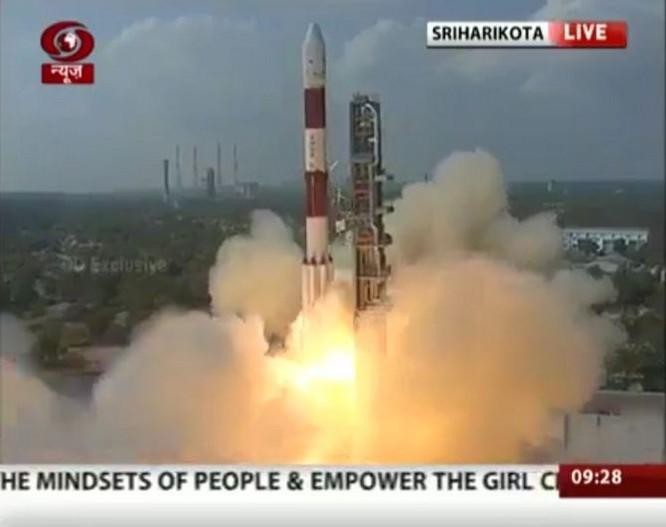 Ấn Độ lập kỷ lục phóng thành công 104 vệ tinh vào không gian ảnh 1