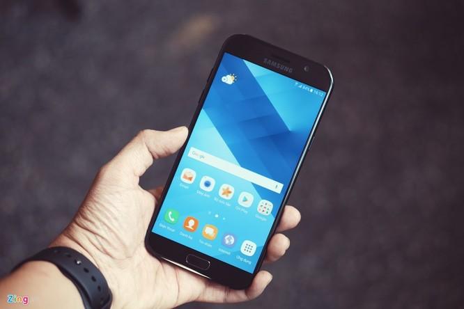Samsung Galaxy A7: Bom tấn giá mềm ảnh 1