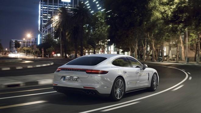 Porsche ra mắt sedan cao cấp mạnh nhất dòng Panamera ảnh 1
