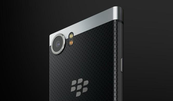 """BlackBerry KeyOne trình làng: """"Hồn"""" TCL, """"da"""" BlackBerry, giá 12,5 triệu đồng ảnh 2"""