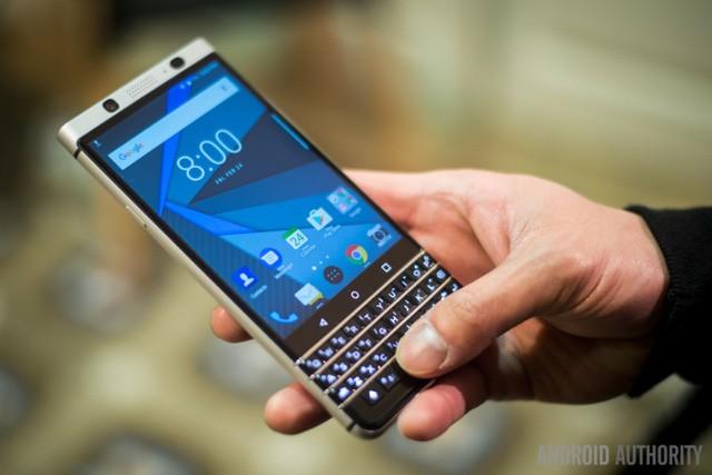 """BlackBerry KeyOne trình làng: """"Hồn"""" TCL, """"da"""" BlackBerry, giá 12,5 triệu đồng ảnh 4"""