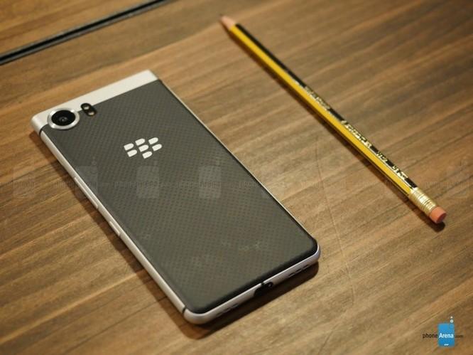 """Trên tay nhanh BlackBerry KEYone: dành cho fan """"cuồng"""" BlackBerry ảnh 10"""