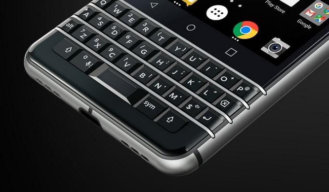 """Trên tay nhanh BlackBerry KEYone: dành cho fan """"cuồng"""" BlackBerry ảnh 1"""
