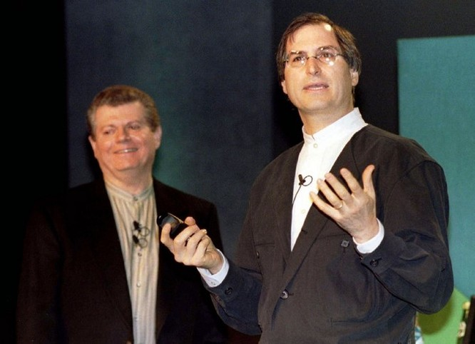 """Loạt ảnh về mối quan hệ """"bạn-thù"""" kỳ lạ của Steve Jobs và Bill Gates ảnh 19"""