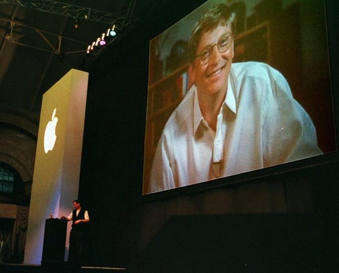 """Loạt ảnh về mối quan hệ """"bạn-thù"""" kỳ lạ của Steve Jobs và Bill Gates ảnh 21"""