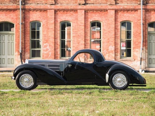 Siêu xe Bugatti phủ bụi trong nhà để xe giá 4,4 triệu USD ảnh 1