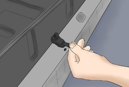 4 cách 'cạy cửa' ôtô trong trường hợp khẩn cấp ảnh 10
