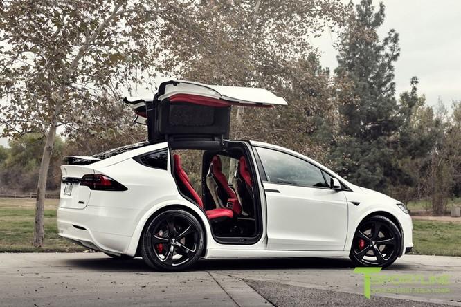 Xe điện Tesla Model X nội thất Bentley rao giá 180.000 USD ảnh 1