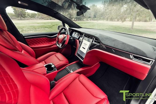 Xe điện Tesla Model X nội thất Bentley rao giá 180.000 USD ảnh 3