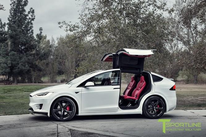 Xe điện Tesla Model X nội thất Bentley rao giá 180.000 USD ảnh 5