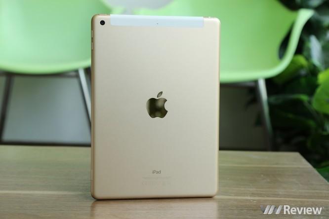 Trên tay iPad 9.7 2017 mới về Việt Nam, giá từ 9,75 triệu đồng ảnh 32