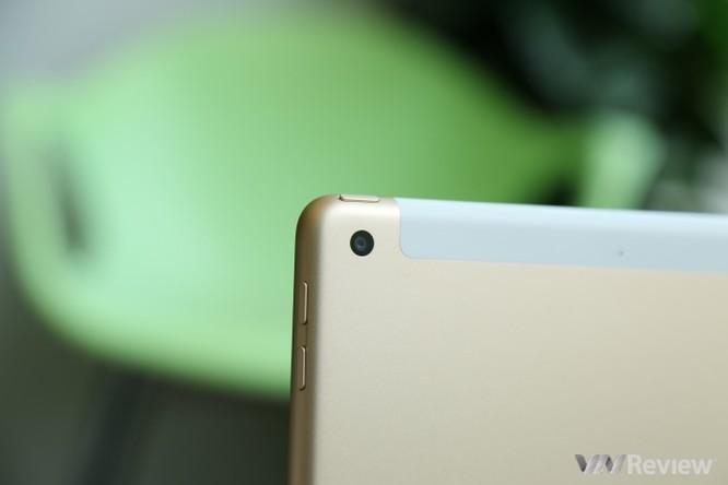 Trên tay iPad 9.7 2017 mới về Việt Nam, giá từ 9,75 triệu đồng ảnh 14