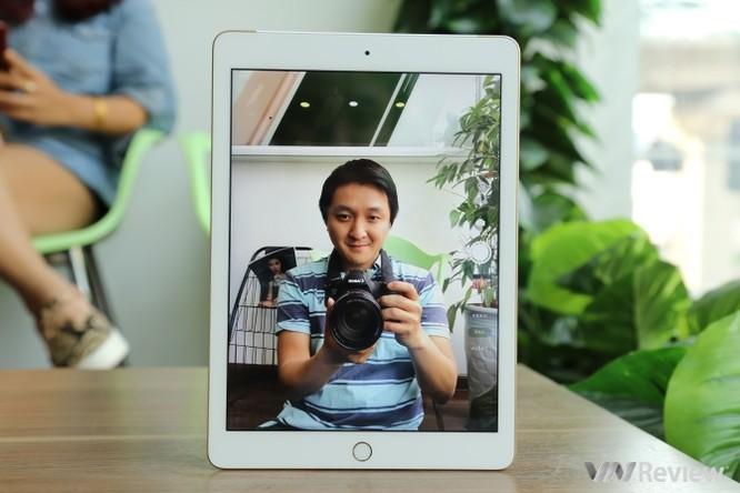 Trên tay iPad 9.7 2017 mới về Việt Nam, giá từ 9,75 triệu đồng ảnh 11