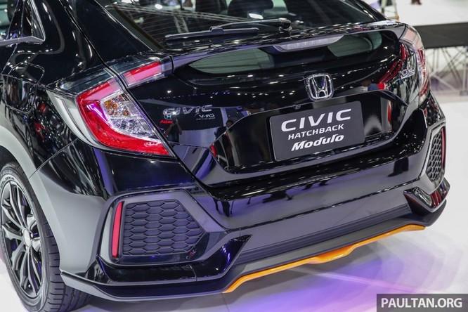 Honda Civic Hatchback 2017 gắn bodykit thể thao ảnh 4