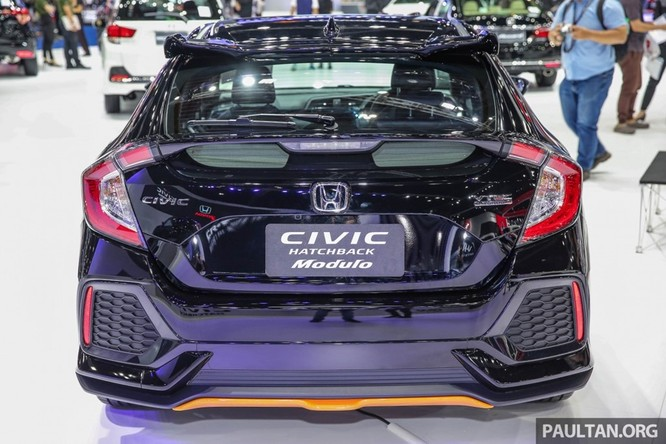 Honda Civic Hatchback 2017 gắn bodykit thể thao ảnh 2
